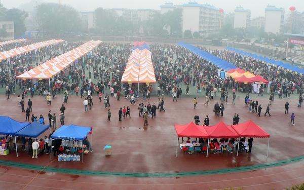 费县理工大学2011年春季毕业生双选顺利举办高中桂林艺林图片